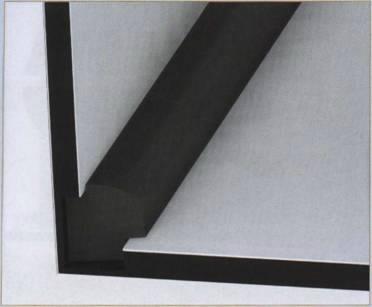 Сварка частей буквы с помощью наложения расплавленного полиэтиленового прутка